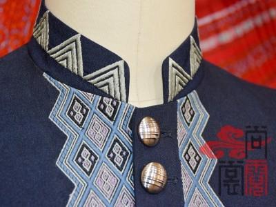现代职业服装做成少数民族服装风格