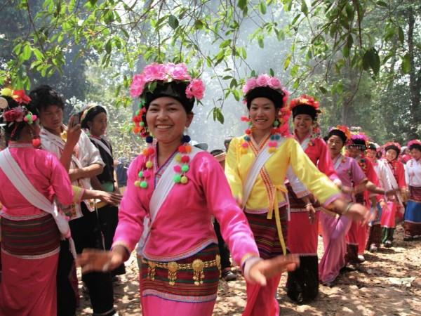 云南少数民族服饰--布朗族服饰特点图片欣赏