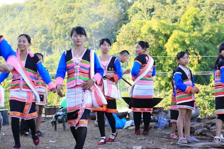 基诺族妇女服装