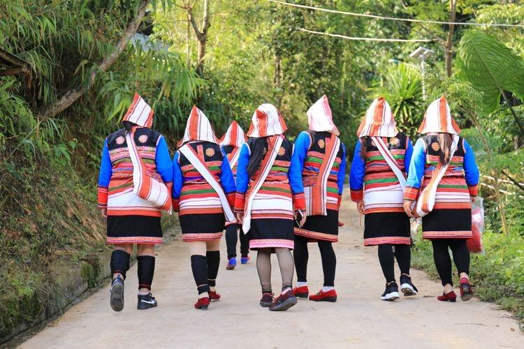 基诺族妇女服装1