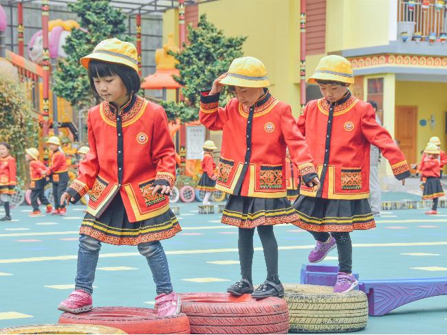 凉山幼儿园彝族风格幼儿园园服