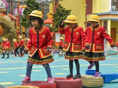 民族校服——让孩子们寻找到民族文化的记忆