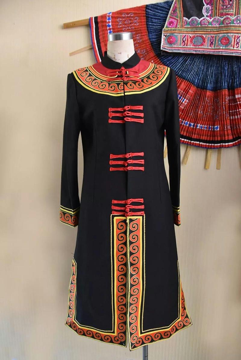 彝族教师服装