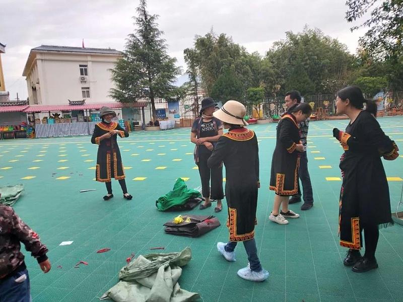 彝族教师服装1
