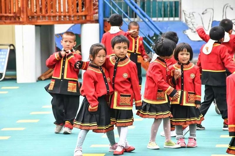 彝族民族校服