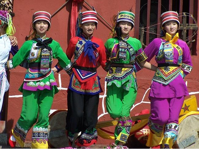 云南民族村风景区定制各民族原生态服装民族工作服装
