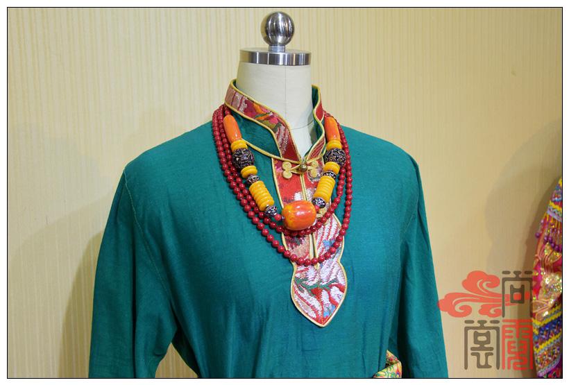 藏族传统服装女装05