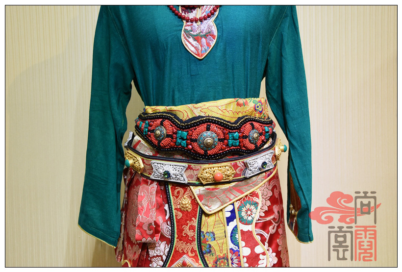 藏族传统服装女装06