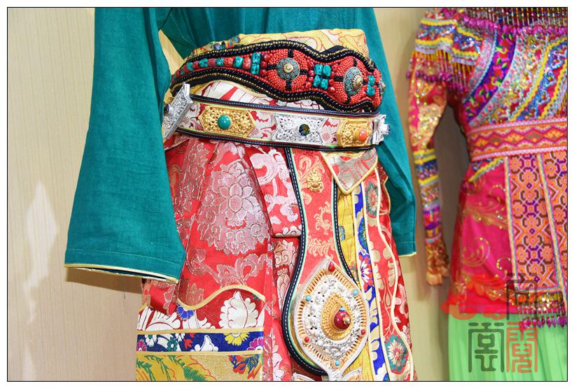 藏族传统服装女装09