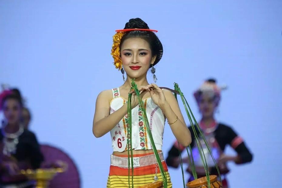 云南西双版纳傣族服饰