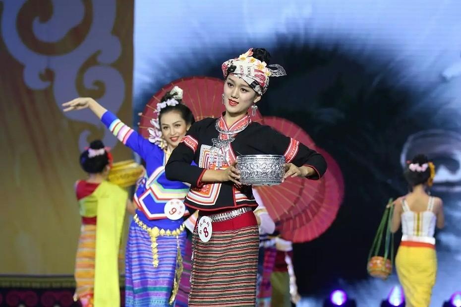 傣族节庆服装