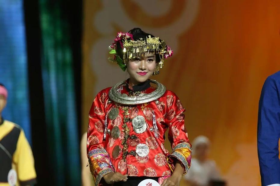 云南德宏州傣族服饰