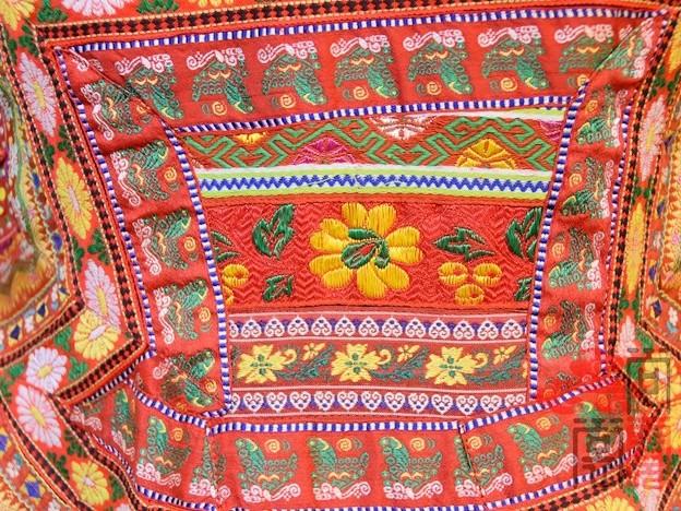少数民族服饰传统苗族衣服