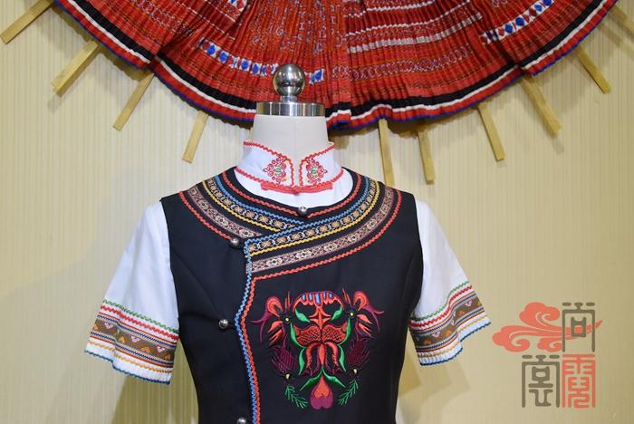 少数民族服饰彝族服装1
