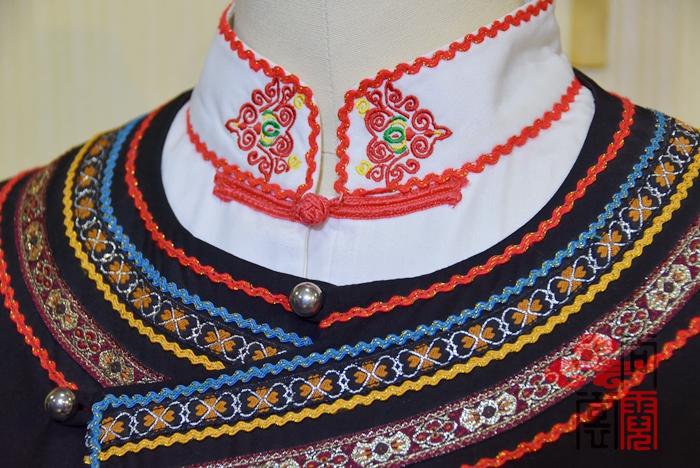 少数民族服饰彝族服装3
