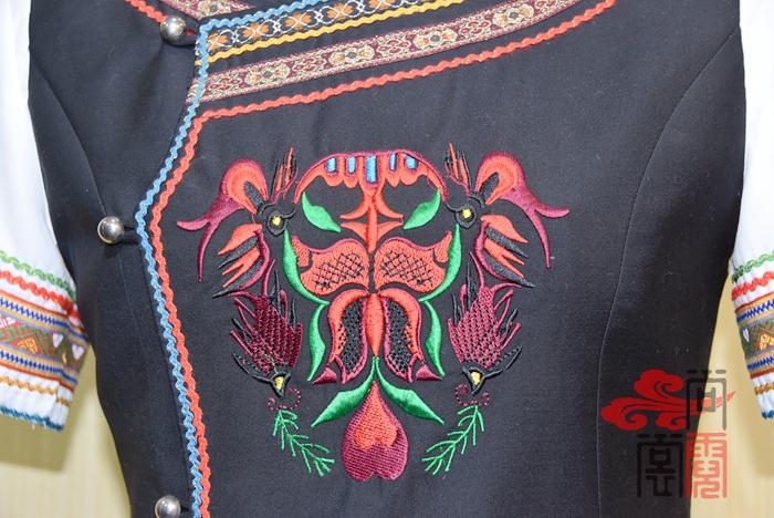 少数民族服饰彝族服装4
