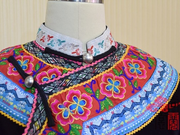 少数民族服饰彝族女服装