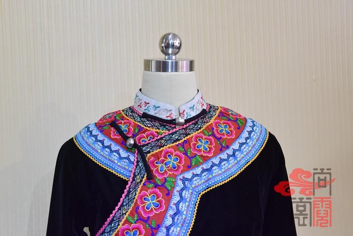 彝族服装02