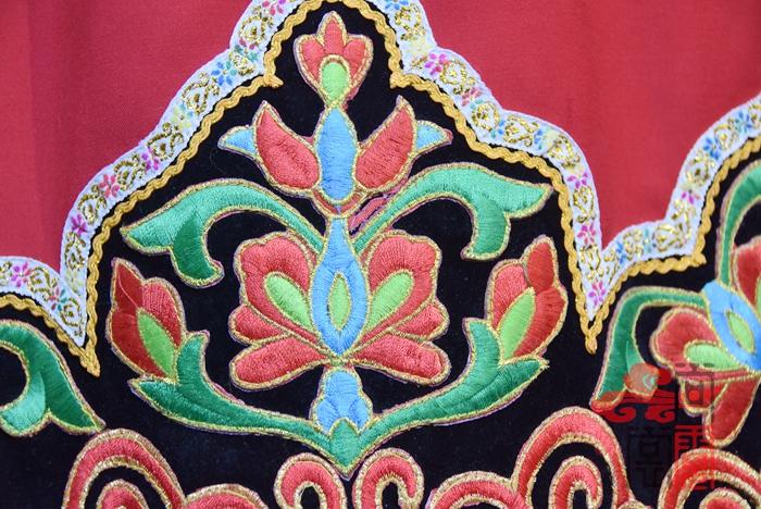 彝族服装7